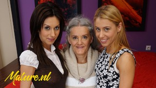 淘气奶奶玩与她的2继女