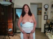 Mature Latina woman, I love to dance, play with toys when I do so that I can orgasm!