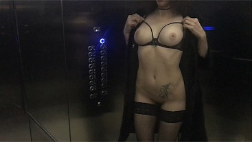 Juicy Milf sucked me in the elevator and invite to finish at her house