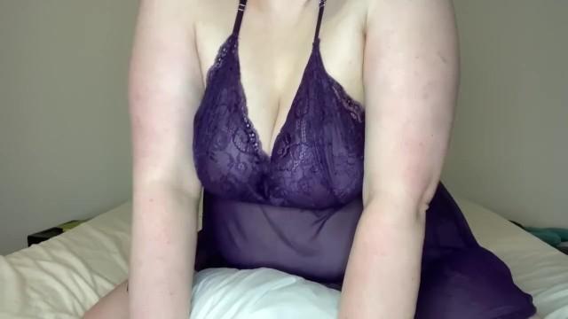 【素人盗撮】寝室のベッドに何気に隠しカメラを設置してみたら嫁が枕を使ってエロすぎる自慰行為に耽っていた件