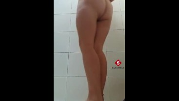 Leaked video of a college girl masturbating in the bathrooms