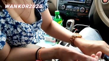 เงี่ยนมากจอดรถข้างทาง อม โม้ค แตกปากกินน้ำ blowjob in car.