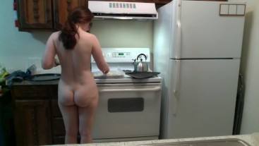 Bubble Butt PAWG Makes French Fries! Naked in the Kitchen Episode 12 Part 1
