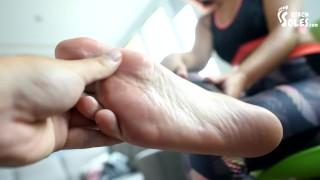 色情中心电影 - Taking Care Of Her Smelly Feet After Gym Workout Pov Stinky Feet Gym