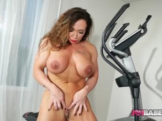 Muscle Babe Brandi Mae Jerk Off Instructions