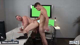 史上最高のポルノ - 男性-オフィスメイトはその行為でスタッドの同僚を捕まえ 彼に彼の