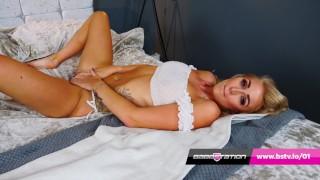 Incredible sexy natural model Tia Taylor gets naked
