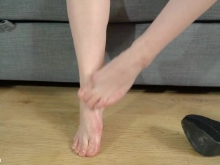 Hot Babe feet licking & spitting, foot worship – Mya Quinn