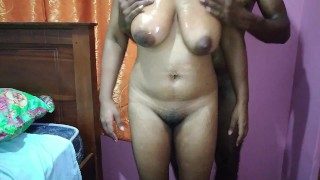 Sexo porno - Big Boobs Sir Lanka I Give Wife Oil Massage And Fuck ඔයිල් ටිකක් දලා පොඩි ෆන් එකක