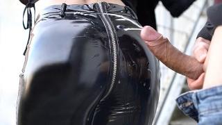 免费性爱 - Cheating Wife 我朋友的妻子在乳胶裤的完美屁股得到暨覆盖