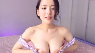 Asian babe playing with herself