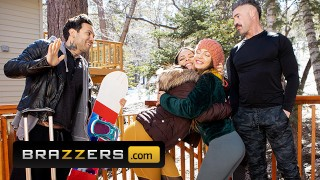 Brazzers – Busty Babe Abigail Mac Fucked Hard By Small Hands In The Snow