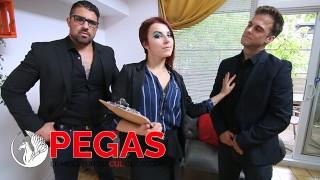Pegas Productions-特工向2个家伙吹她的屁股!