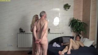 Películas de sueño xxx - Cuckold Cambig Boobs Cachonda Bimbo Perra Humillar A Su Viejo Marido Cornudo Por Su Pequeña