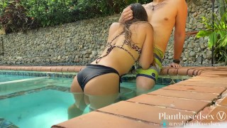 Risky Outdoor Sex At The Pool - Amateur Couple