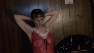 Xmas cougar loves anal and pushing out her anal creampie for all of you to watch! Happy holidays!