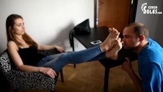 Tubo de sexo caliente - Prima De Paso Empujó Adoración De Pies (Dominación Femenina, Dominación De