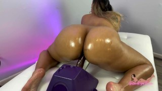 Big Oiled Latina Ass Riding Dildo And Twerking – SelenaRyan