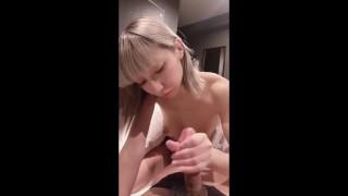 日本偶像 [Mayuka] 口交和体内射精视频POV,泄漏