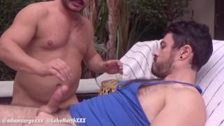 Бесплатный фильм порно - Adam Surge Возбужденные Парни Сосут Соски Друг Друга У Бассейна