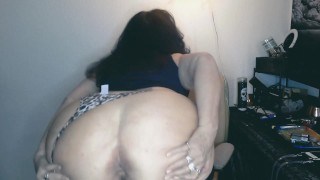 AMATEUR MATURE MILF gets stoned and then dances in front of camera