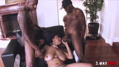 3-Way Porn – Black Milf w/ Big Ass & Big Tits Use Sextoy in Threesome