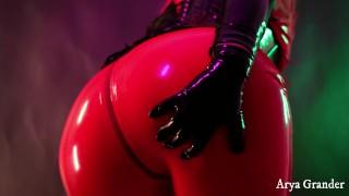 无性别 - 橡胶红色紧身连衣裤。恋物癖乳胶服装4K视频剪辑