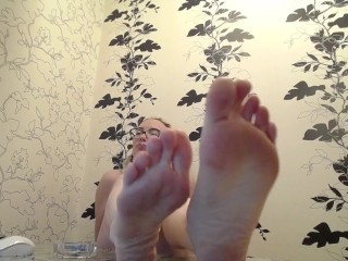 Stare on my feet as I ignore you, loser!