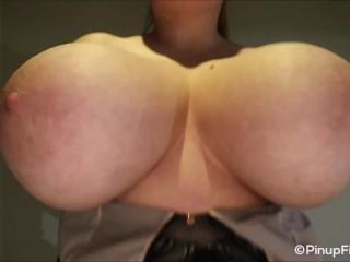 Sara Willis on focus webcam squeezing her huge natural boobs