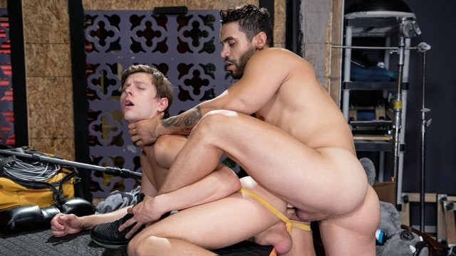 HotHouse - Arad Winwin Shows No Mercy On Austin Avery's Hole