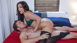 Fabulous Milf Sheena Ryder Is The Perfect Housewife
