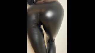 I want to show my ass in leather leggins