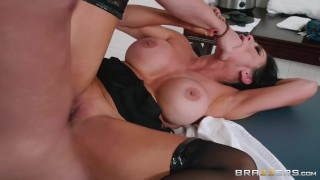 Brazzers - Horny Audrey Bitoni Has A Different Physical Therapy In Mind For Jessy Jone's Sore Leg