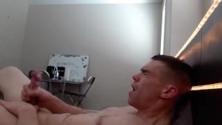 Porno grátis - Idiota De Duas Mãos Totalmente Nu Com Gozada Bagunçada