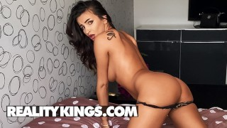 Reality Kings – Sensational Alyssia Kent Talks Dirty As She Oils Up Her Big Boobs & Rides Her Dildo