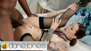 戴恩·琼斯(Dane Jones Kinky)另类荷兰宝贝伊苏尔娜(Esulna)骑着手铐的男友英国广播公司(BBC)