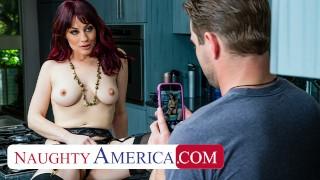 调皮的美国-杰西卡·瑞安(Jessica Ryan)看到泳池男孩的棍子时弄湿了