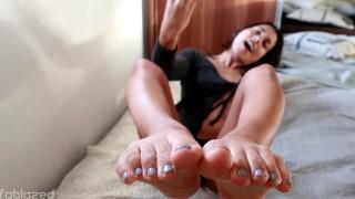 "JOI Fetish – ""Cum on my feet please"""