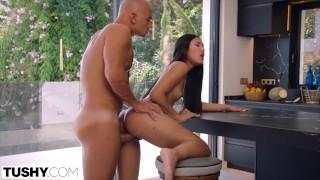 무료 비디오 섹스 - Tushy - May Thai 몸집이 작은 매력은 그녀의 항문 갈비를 만족시킬 수 있습니다