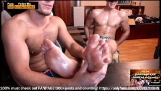 Videos porno xxx - Dirty Big Feet Stud Gets His Feet Massaged In Oil From Sexy Blonde Stud