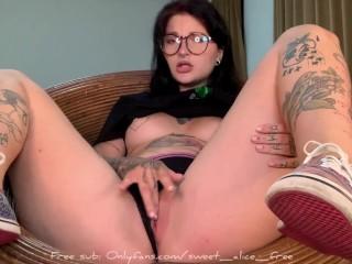Goth girlfriend gets an ahegao intense orgasm