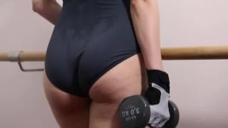 Pornvideo - Close Up S По Потным Подростковым Тело В Балетной Купальнике Во Время Тренировки