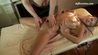Gratis filmporno - Virgin Massage Sexy Babe Heeft Eindelijk De Eerste Keer Massage Orgasme