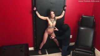 porno mike จาก ticklish girls studio โชว์สาวคนนี้ที่เป็นเจ้านาย