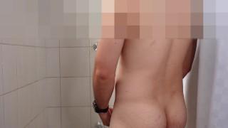 Darmowe strony z filmami porno - Hot Facet Ma Prysznic Wank W Cum Tylko Prysznic