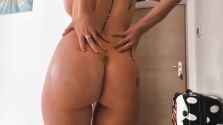 Juicy Curvy Redhead Fresh Out The Shower | Lotion & Cream