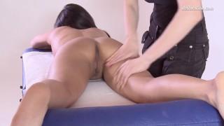 Sexy virgin asian chick Alga Ruhum first time massaged