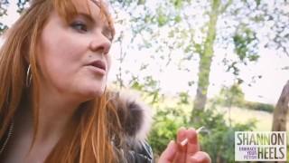 威尔士人渣让陌生人用香浓香农高跟鞋操她的屁股