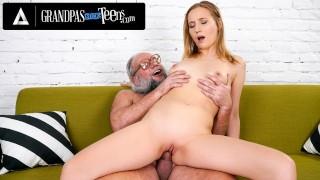 Kiki Cyrus Gives Old Man A Rimjob While She Strokes His Cock