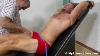 Sitios Xxx gratis - My Friends Feet Big Muscular Stud Is Being Tickle Tormented By Dominant Stud